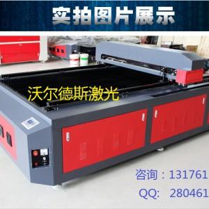 大型布料激光切割机    1325型激光雕刻机